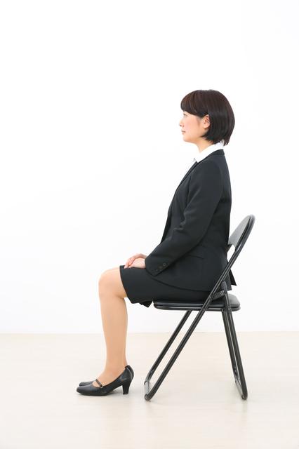面接、座り方