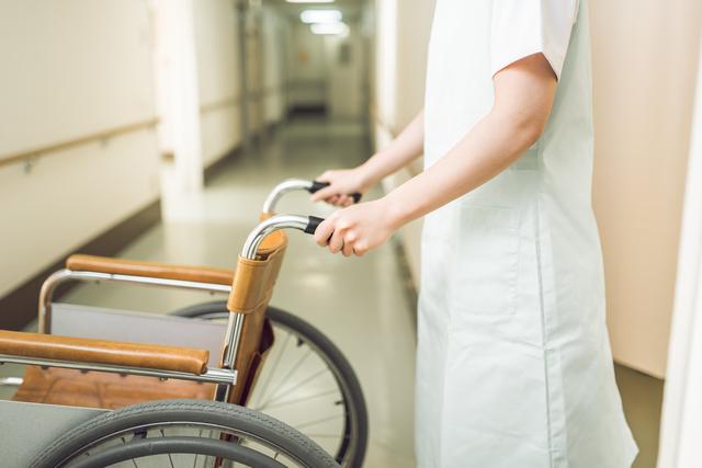 看護師、車椅子、病院